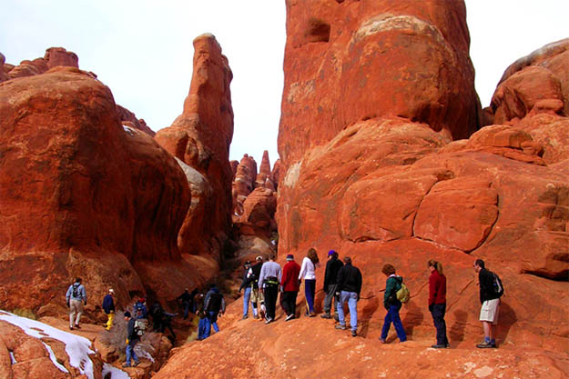 Plenty of Arches camping activities such as hiking await you in Utah. Via stevemueller.com