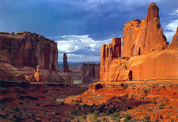 Add breath-taking Park Avenue to your Arches camping vacation and find out why it's famous. Via wallpaper-studio.com