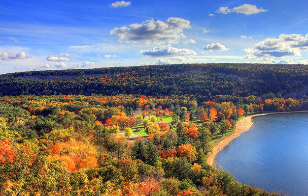 Fall foliage at devil's lake state park in Wisconsin.