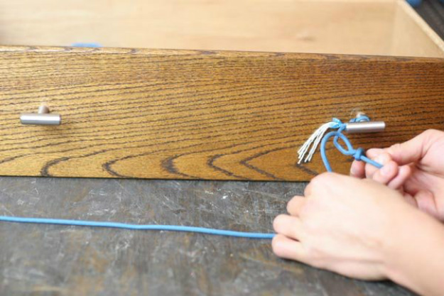 Step 4:Make a Slippery Hitch | Paracord Knots and Hitches | How To Make Paracord Hitches