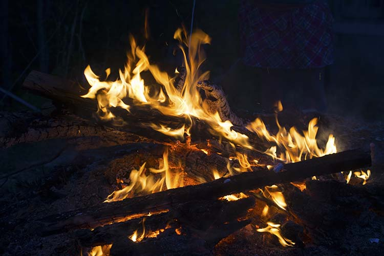 how to make fire using zinc and houshold items