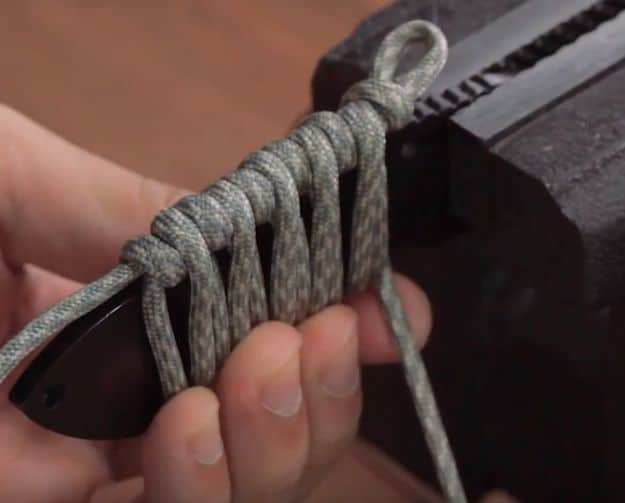 Step 2: Make your first loop | How To Make A Quick-Release Paracord Knife Wrap