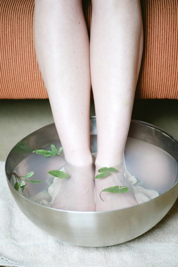 Soak Your Feet In Hot Water Mixed Mustard Powder | 13 Natural Remedies For Headaches