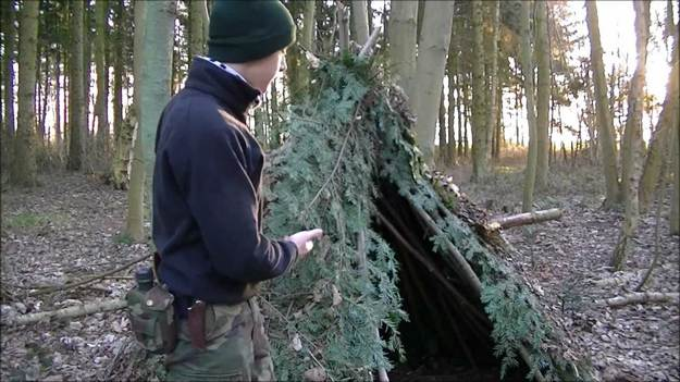 Finishing Touches | How to Build A Spider Shelter | A Survival Life Guide