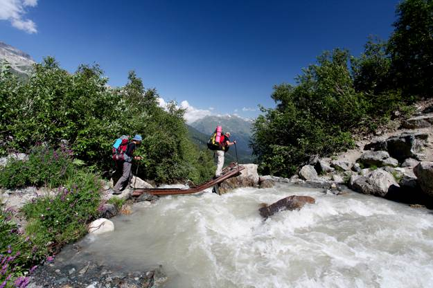 Do Not Cross Deep Rivers   Survival Skills: Cross Rivers And Rapids Safely